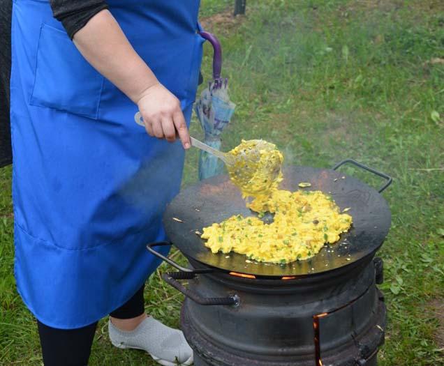 Juškonių kultūros centre buvo iškepta kiaušinienė iš 400 kiaušinių!