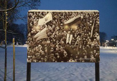 """Ramybės skvere eksponuojama Romualdo Požerskio paroda """"1991 metų sausio 13-osios veidai Romualdo Požerskio nuotraukose"""""""